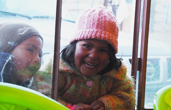 webandsun-uyuni-petite-fille-bolivienne